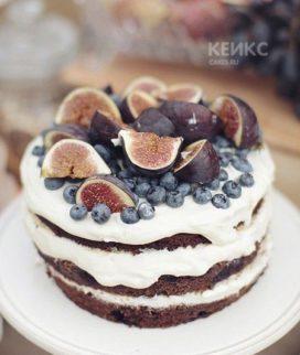 Оригинальный торт с инжиром и черникой Фото