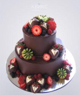Вкусный шоколадный торт с фруктами Фото