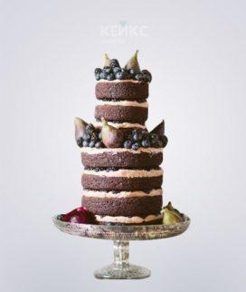 Двухъярусный торт в стиле рустик с ягодами Фото