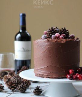 Шоколадный торт с ягодами и шишками Фото