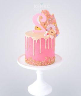 Розовый торт с цифрой и кондитерским украшением Фото