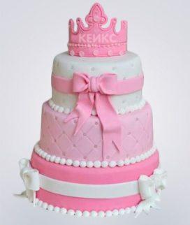 Торт с бантами и короной на верхушке Фото