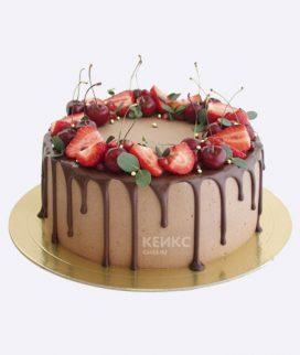 Торт шоколадный торт с красными ягодами Фото