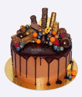 Торт шоколадный с яркими ягодами Фото