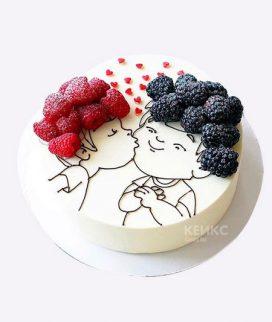 Милый торт с влюбленными и ягодами Фото