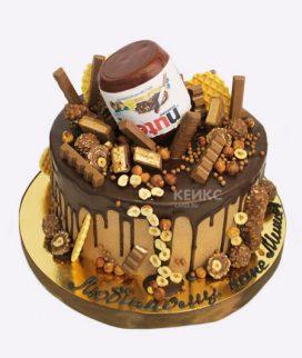 Оригинальный торт перевернутой банкой нутеллы Фото