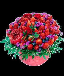 Букет с фруктами и клубникой Фото